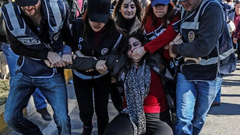 Turkish police officers detain former pro-Kurdish Peoples' Democracy Party (HDP) parliamentarian, Sebahat Tuncel (C) on November 4, 2016 during a demonstration outside Diyarbakir's courthouse. (AFP/Ilyas Akengin)