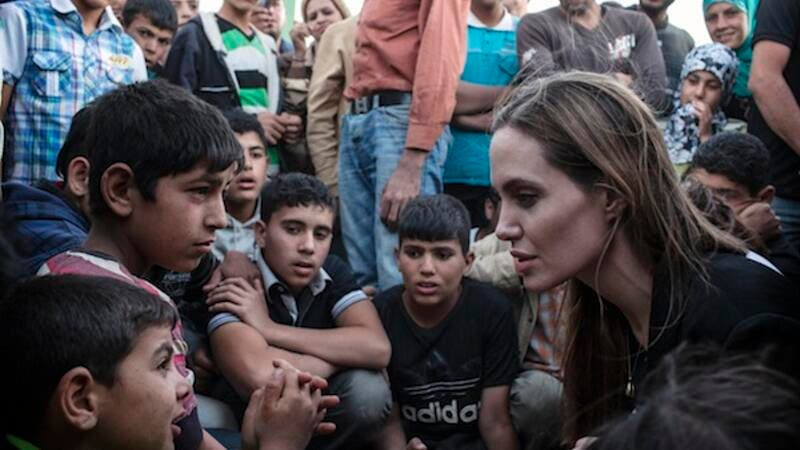 UN Special Envoy Angelina Jolie meets a group of recently arrived refugees at the Syria/Jordan border (UNHCR / AFP)
