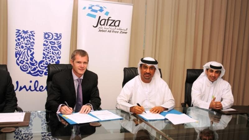 Tim Drury, Vice President Supply Chain of Unilever and Ibrahim Al Janahi, Deputy CEO of Jafza, during the signing