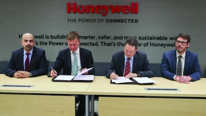 Erik Solheim, executive director, UN Environment, and Norm Gilsdorf, president, Honeywell high growth regions, Middle East, Russia, Turkey, and Central Asia, at the MOU signing.