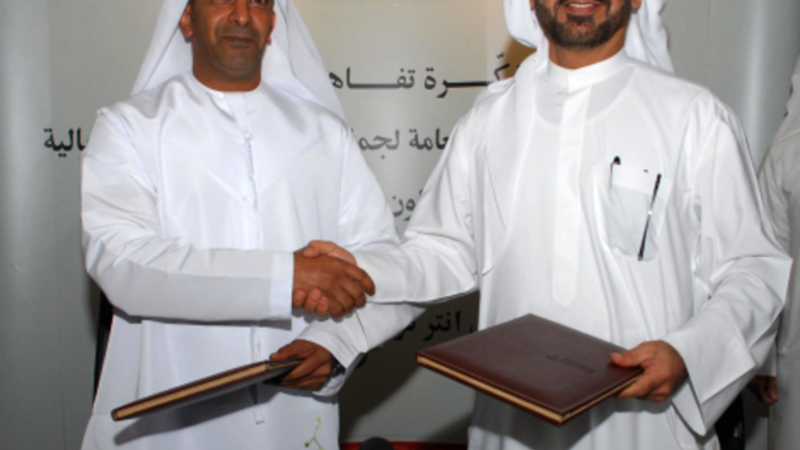 Ahmed Butti Ahmed, Director General of Dubai Customs and CEO of the Ports, Maritime shaking hands with Free Zone Authority and HE Saeed Ahmed Al Muhairi, Director General of Abu Dhabi Customs
