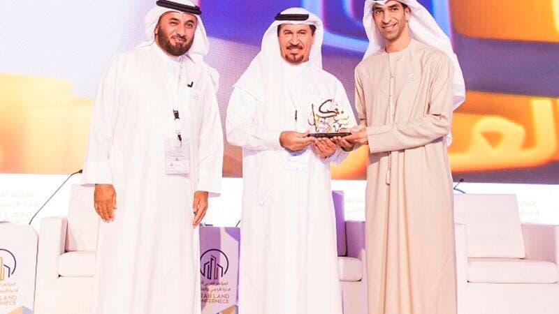 Salem Ahmad Almoosa, Chairman and General Manager of Falconcity of Wonders, was presented with an award in appreciation of the strategic role as Platinum Sponsor of the first Arab Land Conference.
