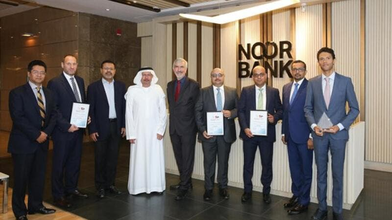 Mr. Hussain Al Qemzi, Managing Director, Noor Bank, and Robin Amlot, CEO of CPI Financial, with the award winners at a ceremony organised at the Noor Bank headquarters in Dubai.