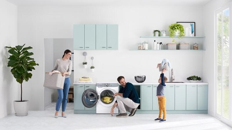 The QuickDrive™ washer is also equipped with Q-Rator, Samsung's intelligent laundry assistant.