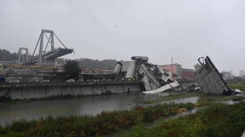 Horrific images of a bridge that collapsed in Genoa, Italy (Twitter)