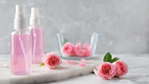 أبرز 9 من فوائد ماء الورد لعلاج الوجه وحب الشباب