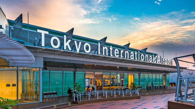 Japan bans entry of foreigners due to new COVID strain