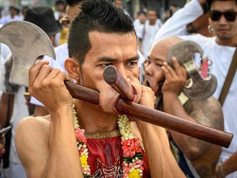 The festival begins on the first evening of the ninth lunar month and lasts for nine days, with many religious devotees slashing themselves with swords, piercing their cheeks with sharp objects and committing other painful acts to purify themselves, taking on the sins of the community. Mladen ANTONOV / AFP