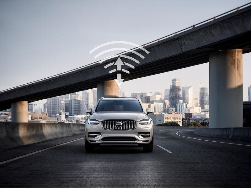 With 5G, the network performance is improving to allow for many more real-time critical services that can help the driver be safer and get a smoother and more enjoyable ride.