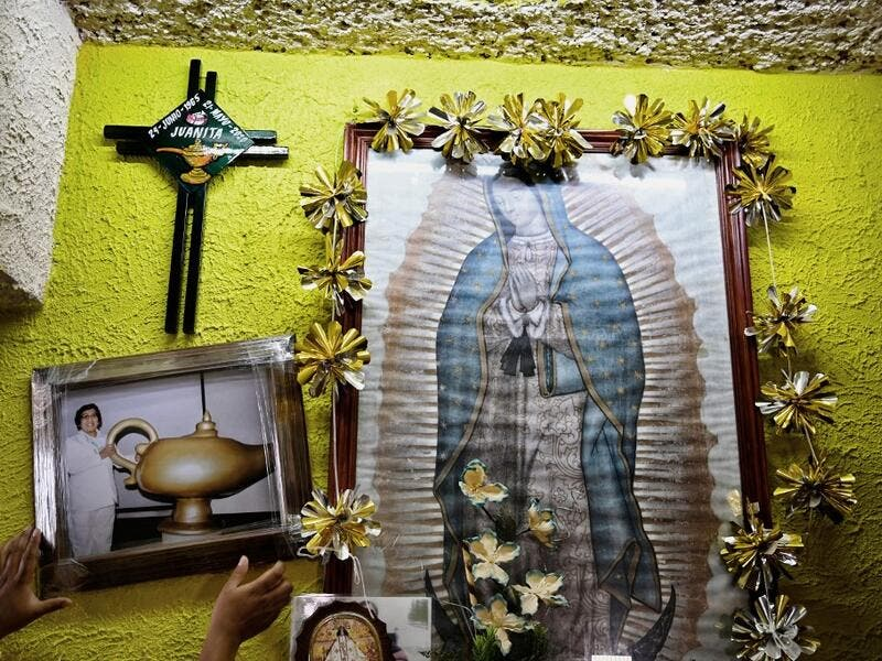 Mexican criminologist Maira de Rosas Silva puts a portrait of her mother, Mexican nurse Juana Silva Isidoro, who died of the novel coronavirus, COVID-19, on an altar in her house in Xochimilco neighbourhood in Mexico City on August 16, 2020. Global deaths from the coronavirus have almost reached on September 25, 2020 the grim threshold of one million. Around one-third of fatalities were in Latin America, where countries with overstretched medical resources are preparing for a further onslaught. Alfredo ESTR