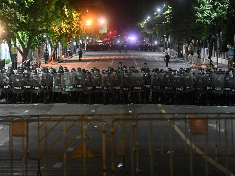 Riot police prepare to disperse pro-democracy protesters in Bangkok on October 15, 2020, after the government declared a state of emergency following an anti-government rally the previous day. Panumas SANGUANWONG / AFP