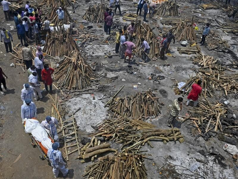Family members and relatives prepare the funeral pyre