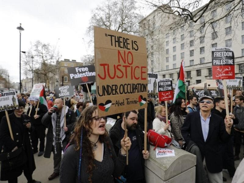 Protesters shout slogans and hold placards during a demonstration on Whitehall opposite Downing Street in central London on April 7, 2018 in support of the Palestianians in the Gaza Strip calling for a stop to the killing organised by the Palestinian Forum in Britain. 
