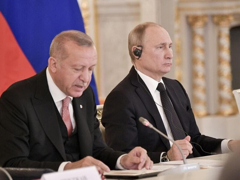 Turkish Presiddent Recep Tayyip Erdogan, (L) speaks next to Russian President Vladimir Putin during a meeting with Russian and Turkish businessmen at the Kremlin in Moscow on April 8, 2019. (Alexey NIKOLSKY / Sputnik / AFP)