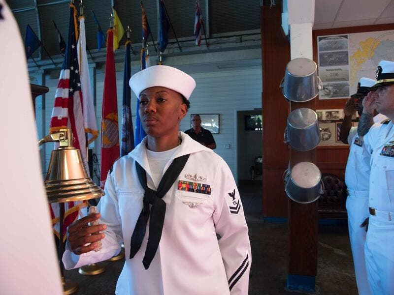 On this Armistice Day 100, Sailors from the Pacific Fleet staff tolled bells to recognize the 100th anniversary of the end of WWI and reflected on all who have served our nation (Twitter)