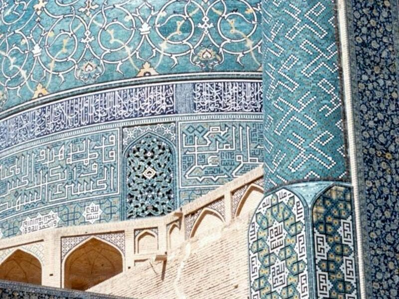The Imam Mosque 's construction began in 1611, and its splendor is mainly due to the beauty of its seven-colour mosaic tiles and calligraphic inscriptions (Twitter)