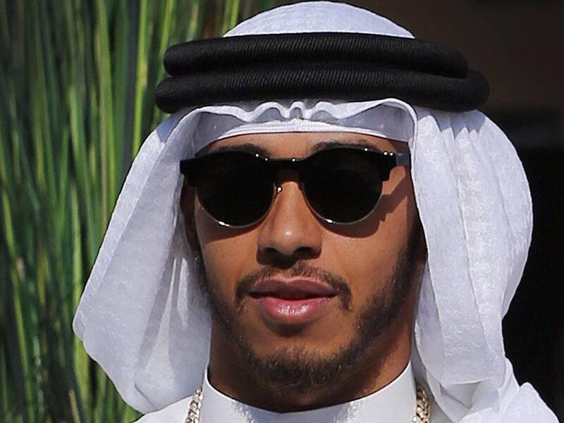 Racing ace Lewis Hamilton arrives at the Bahrain Grand Prix in a Thawb, the traditional Arabic dress of men (source: zetbradaily.blogspot.com)