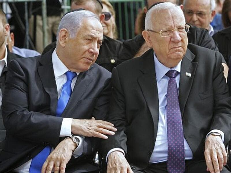 Prime Minister Benjamin Netanyahu (L) and President Reuven Rivlin attend a memorial ceremony for late president Shimon Peres, at Mount Herzl cemetery in Jerusalem on September 19, 2019 /AFP
