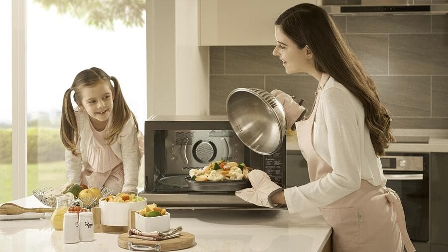 Precise Smart Inverter Technology for Quick and Even Cooking