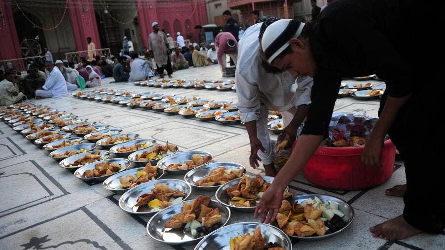 A Pakistani man arranges Iftar food for fasting Muslims before they break their fast during Ramadan in Karachi in 2014. (ASIF HASSAN/AFP)