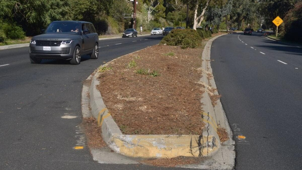 The median on Hawthorne Blvd. that golf legend Tiger Woods crossed before rolling his car in Rolling Hills Estates as seen on Wednesday. (Photo: Jim Ruymen/UPI)
