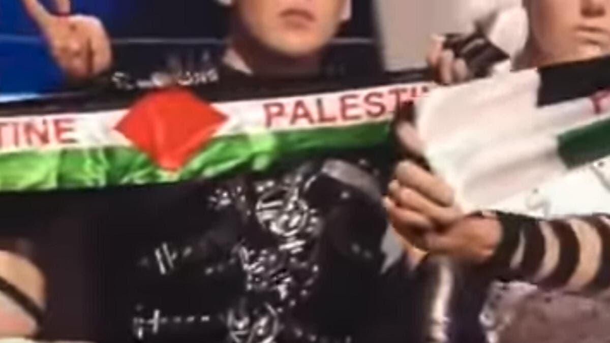 """رفع علم فلسطين أثناء التصويت بمسابقة """"يوروفيجين"""" بتل أبيب"""