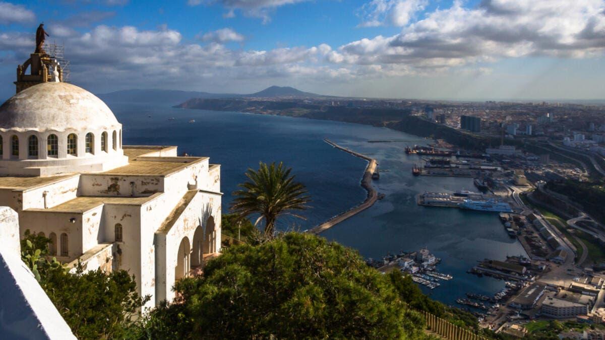 8. الجزائر: الجزائر أغنى بلد إفريقي حيث يبلغ نصيب الفرد من الناتج المحلي الإجمالي 15.77 ألف.