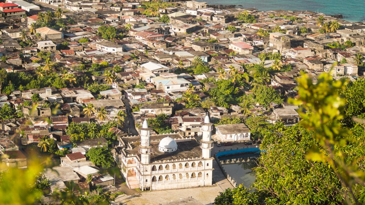 19. جزر القمر: جزر القمر هي أفقر دولة عربية حيث يبلغ نصيب الفرد من الناتج المحلي الإجمالي 1.66 ألف.