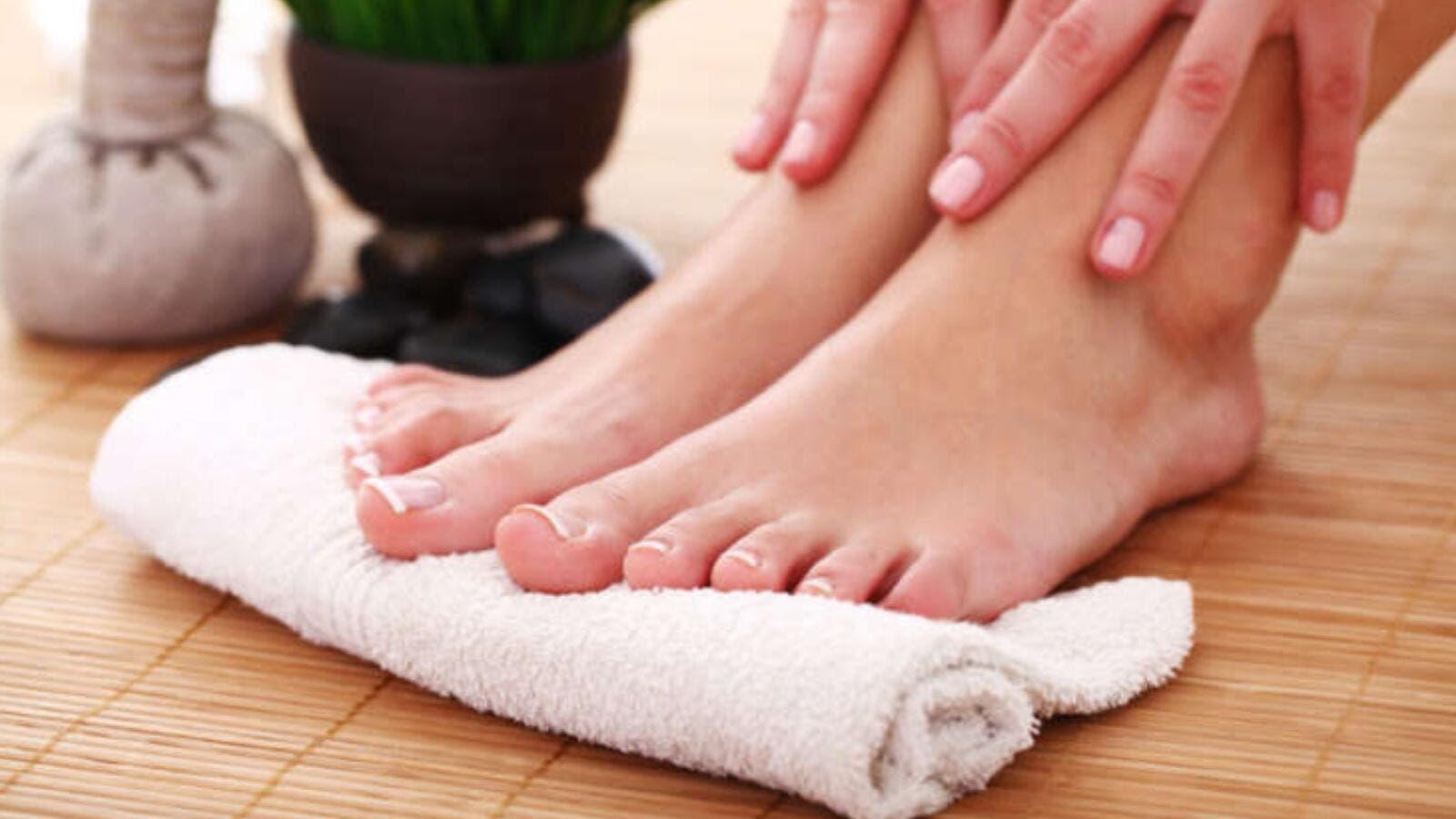وصفات سهلة لعلاج فطريات القدم