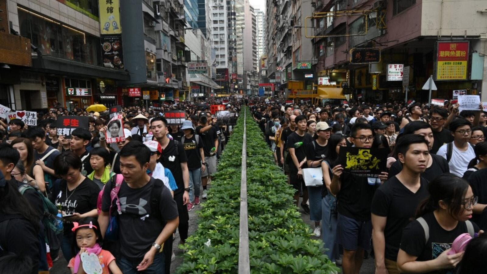 Thousands of protesters dressed in black take part in a new rally against a controversial extradition law proposal in Hong Kong on June 16, 2019. (AFP/ File Photo)