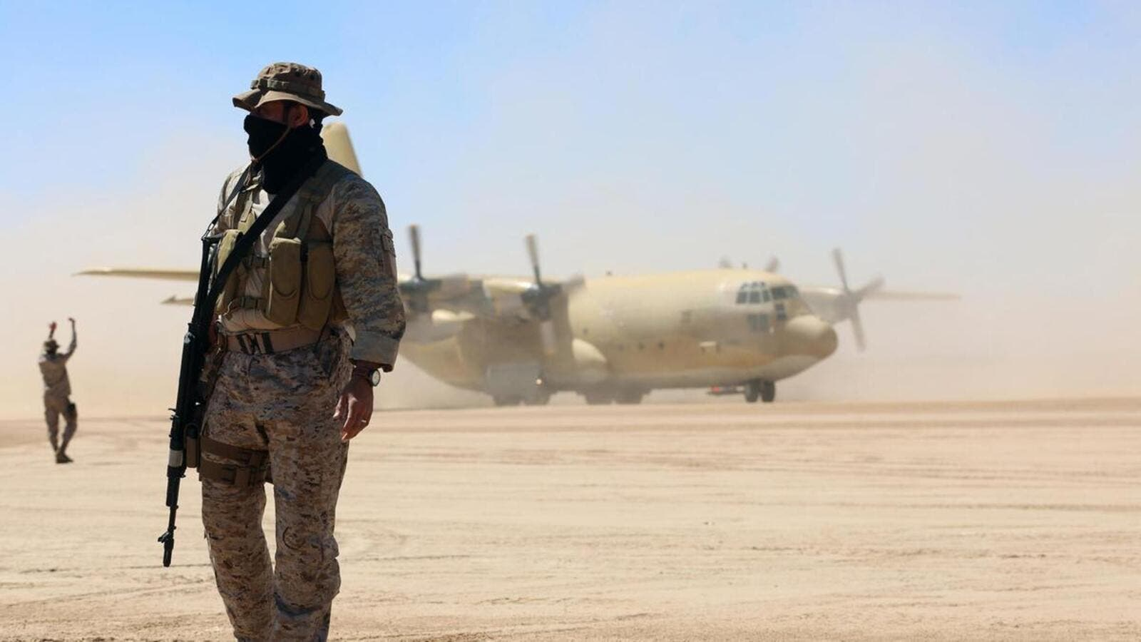 Saudi soldiers stand guard as a Saudi air force cargo plane, carrying aid, lands at an airfield in Yemen's central province of Marib, on February 8, 2018. (AFP/ File Photo)