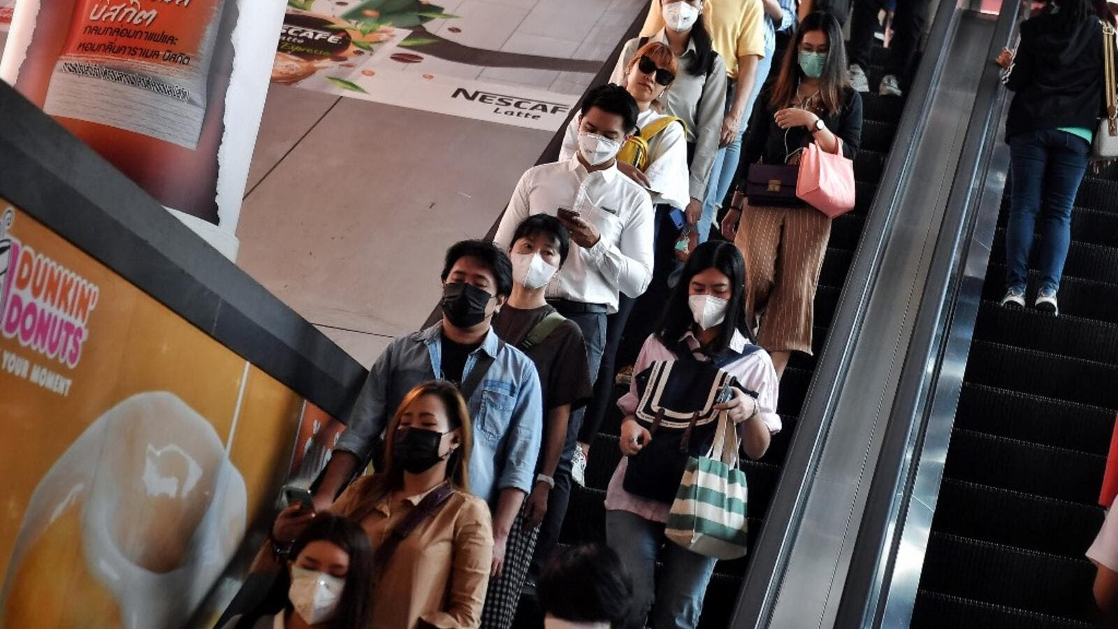 China reports uptick in new virus cases but downward trend holds