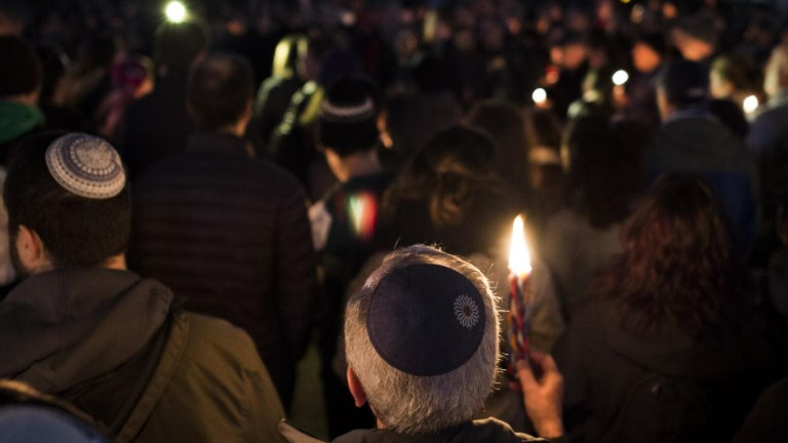 Members and supporters of the Jewish community come together for a candlelight vigil, in remembrance of those who died earlier in the day during a shooting at the Tree of Life Synagogue in the Squirrel Hill neighborhood of Pittsburgh, in front of the White House in Washington, DC on October 27, 2018 (AFP)