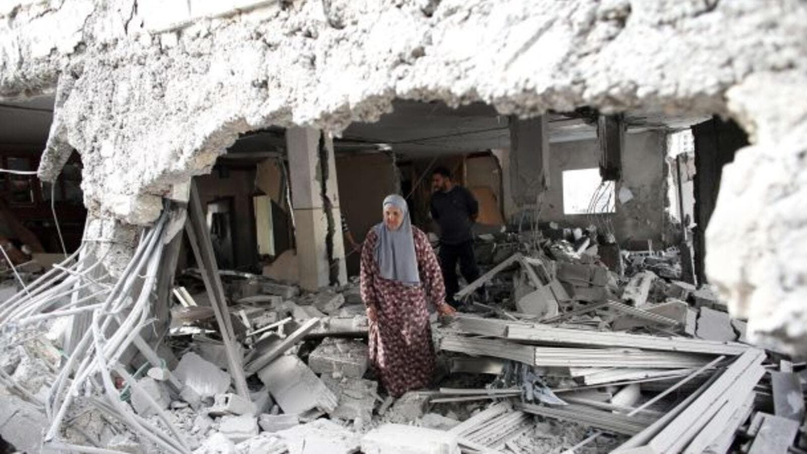 A Palestinian woman walks amid the rubble of a house after Israeli security forces demolished the homes of two convicted Palestinian terrorists in Jabal Mukkaber in East Jerusalem, October 6, 2015. (AFP/File)