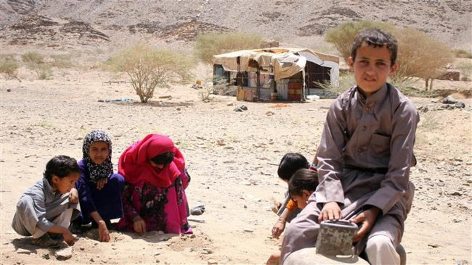Displaced Yemeni Children Playing Outside Their Shelter (AFP/File Photo)