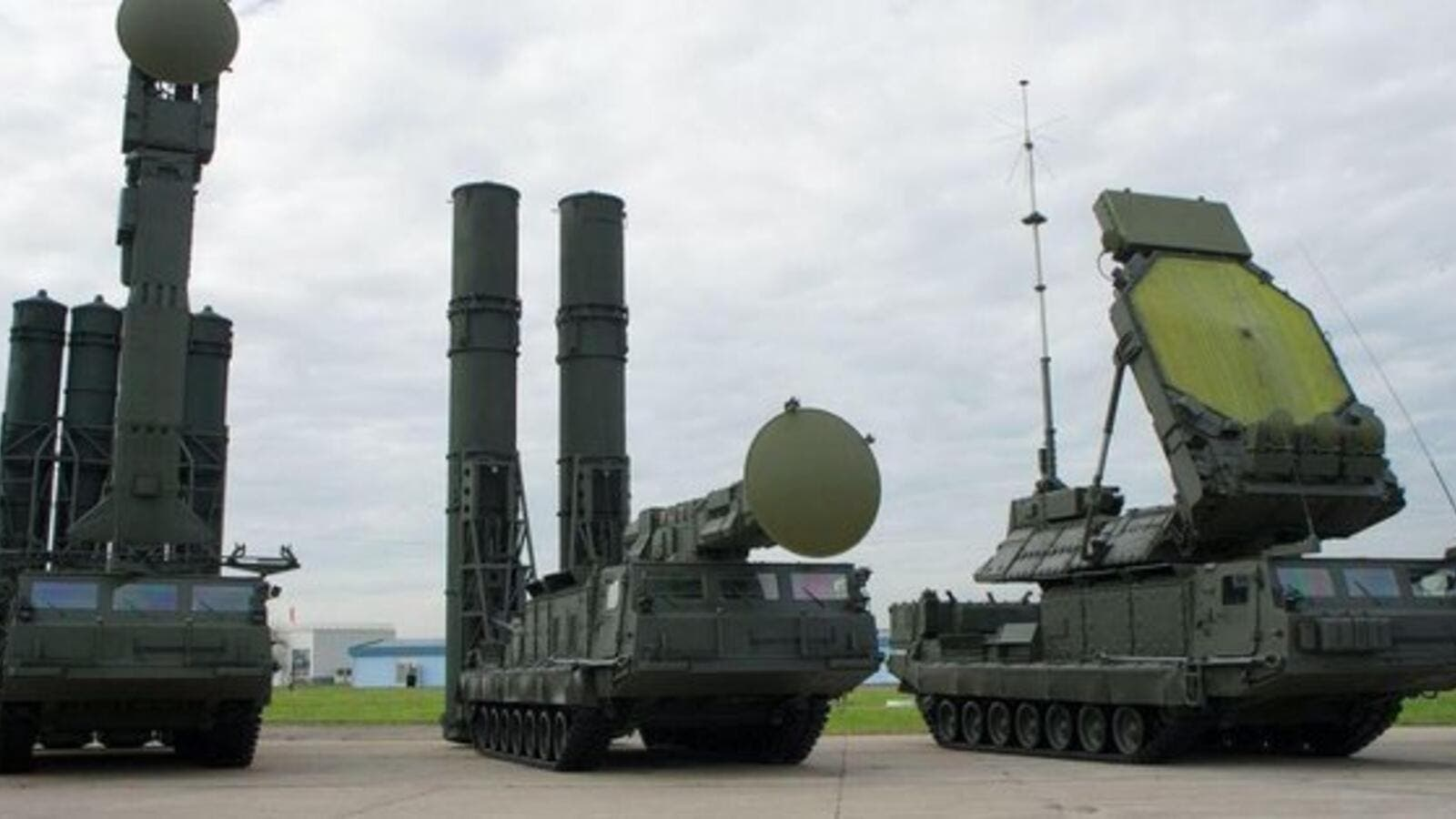 S-300 and S-400 missile defense systems (Twitter)