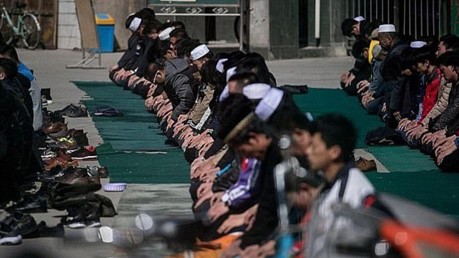 Ethnic Hui Muslim men praying at Nanguan Mosque during Friday prayers in Linxia, Gansu (AFP)