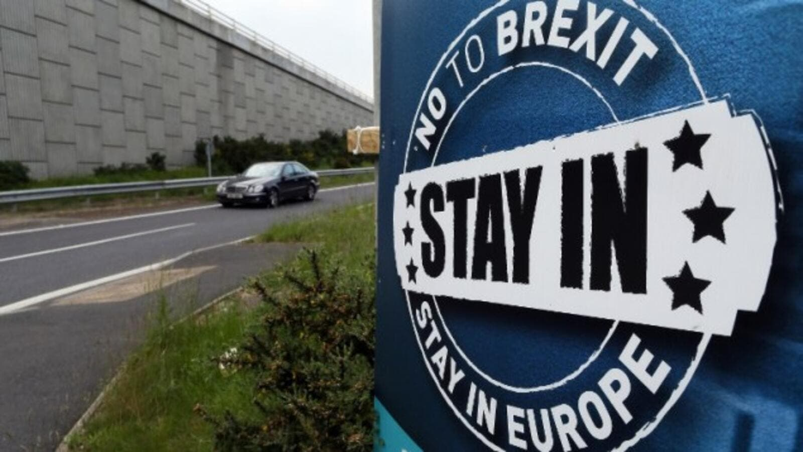 A 'No To Brexit' sign is pictured on the outskirts of Newry in Northern Ireland on June 7, 2016. (AFP/Paul Faith)