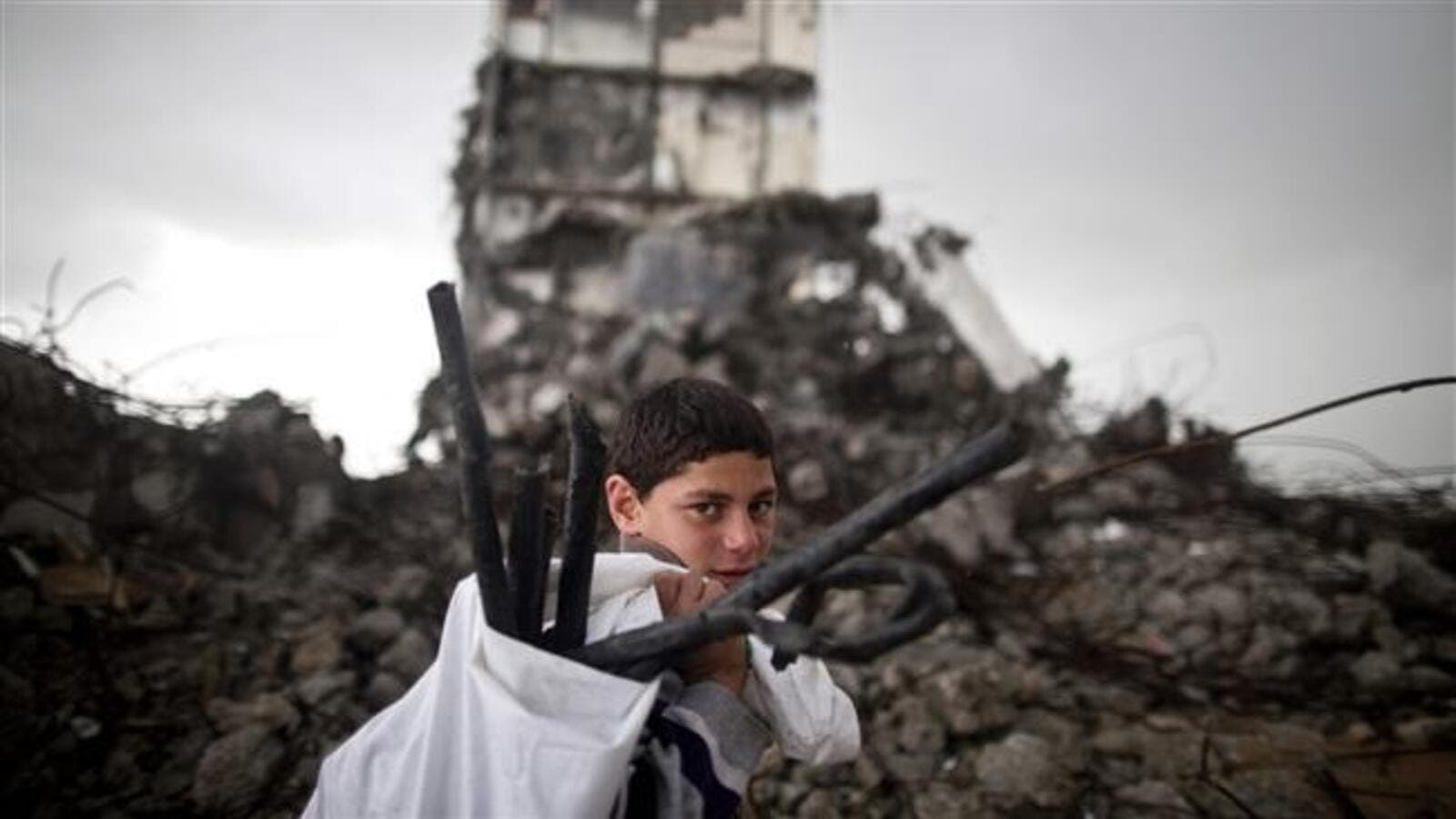 A Palestinian boy walks past a building destroyed in an Israeli airstrike in Beit Hanoun in the northern Gaza Strip, Jan. 24, 2016. (AFP/File)