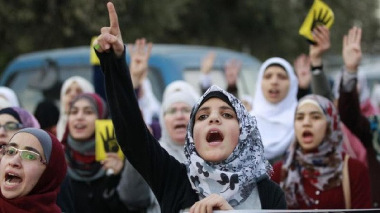 Jordanian women shout slogans as they protest in Amman on January 25, 2014. (AFP/ Khalil Mazraawi)