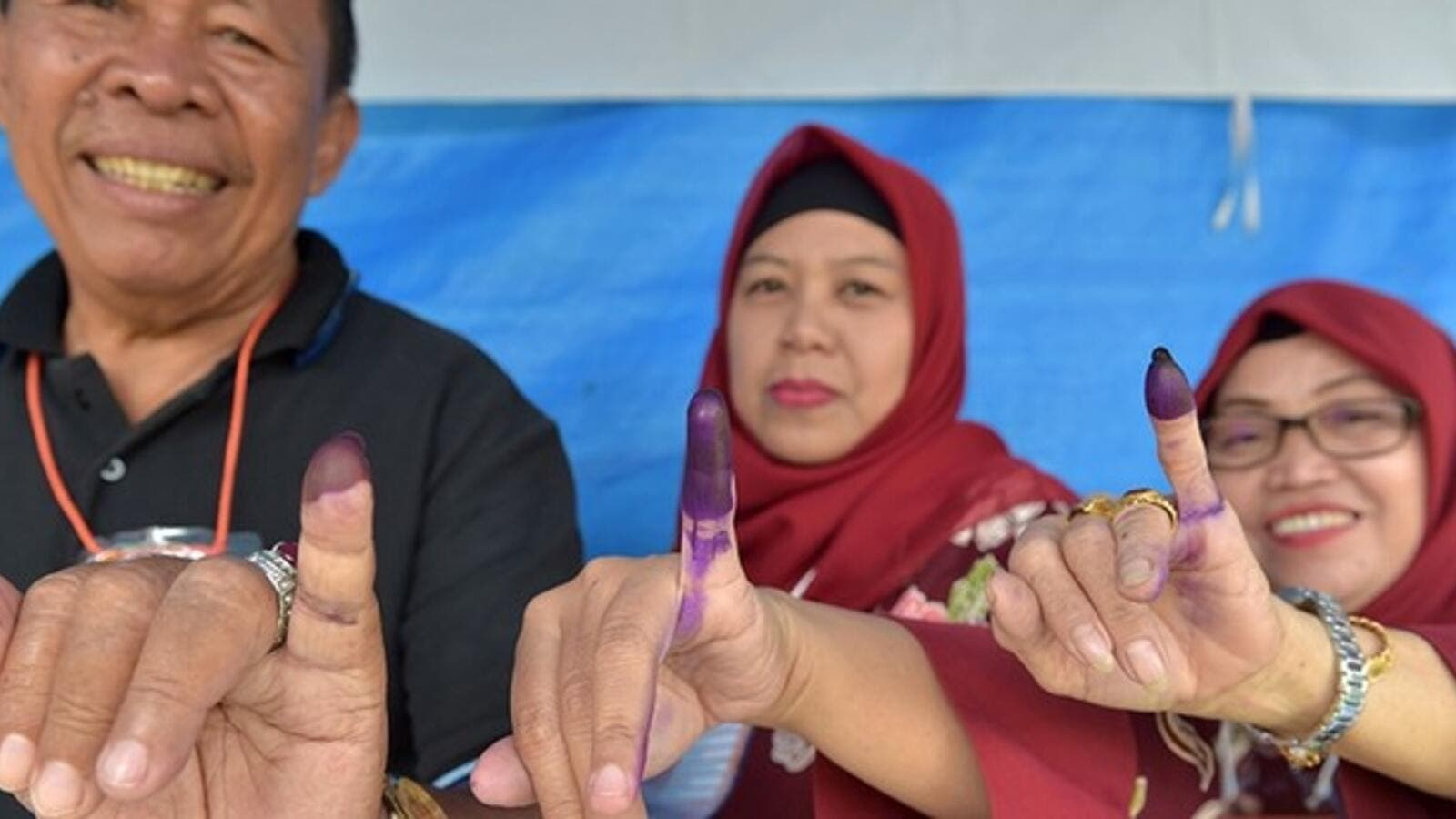 Indonesian people show their inked fingers after casting their ballots during regional elections in Tangerang, Banten on June 27, 2018. (AFP/ File Photo)