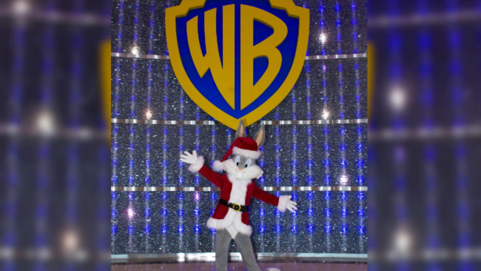 Make it a holiday season to remember at the world's first-ever Warner Bros. branded indoor theme park alongside your favorite DC Super Heroes and animation super stars!