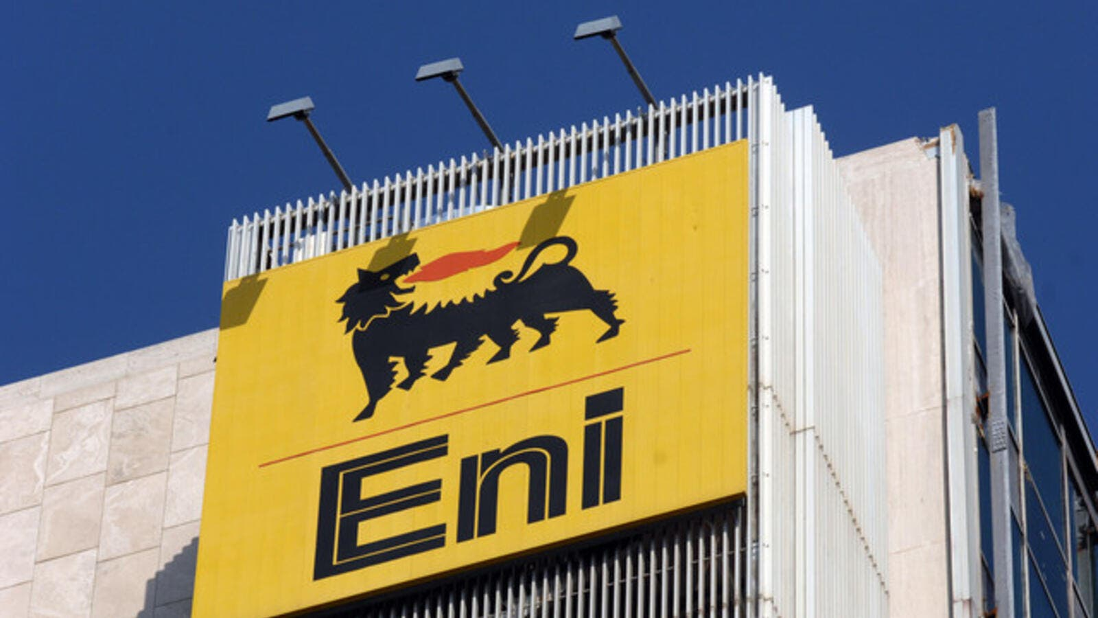 Many of the companies looking at Eni's Zohr are either already active in Egypt or have recently landed bordering acreage in Cyprus, such as Exxon Mobil and Total.  (Eni)