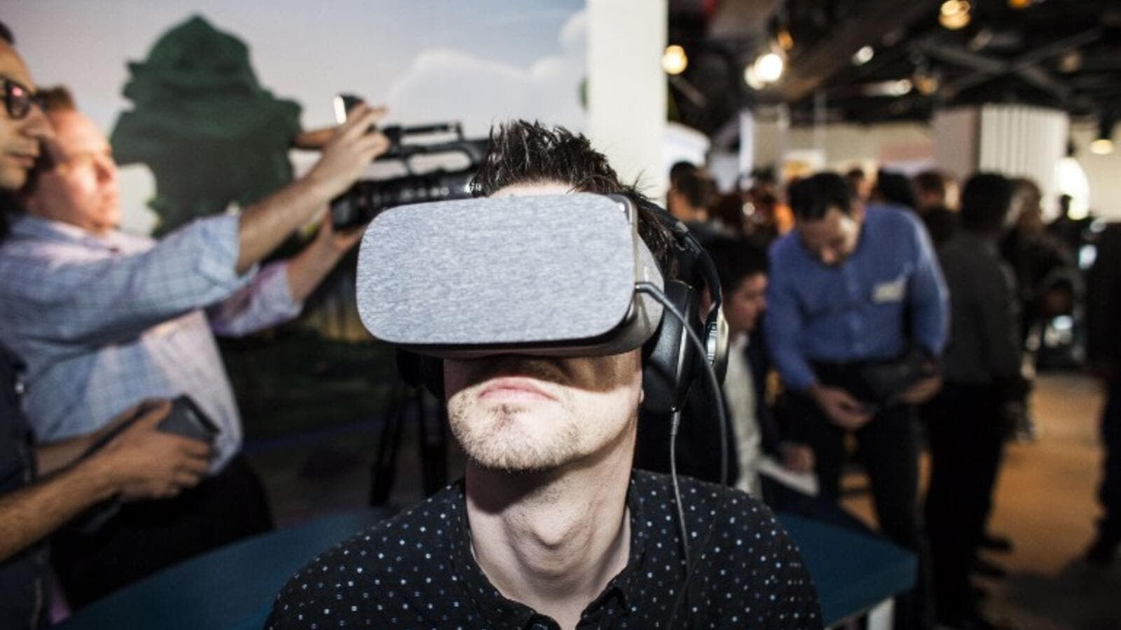 Google's Daydream mobile VR platform is set to rival Samsung's Gear VR. (AFP/Ramin Talaie)