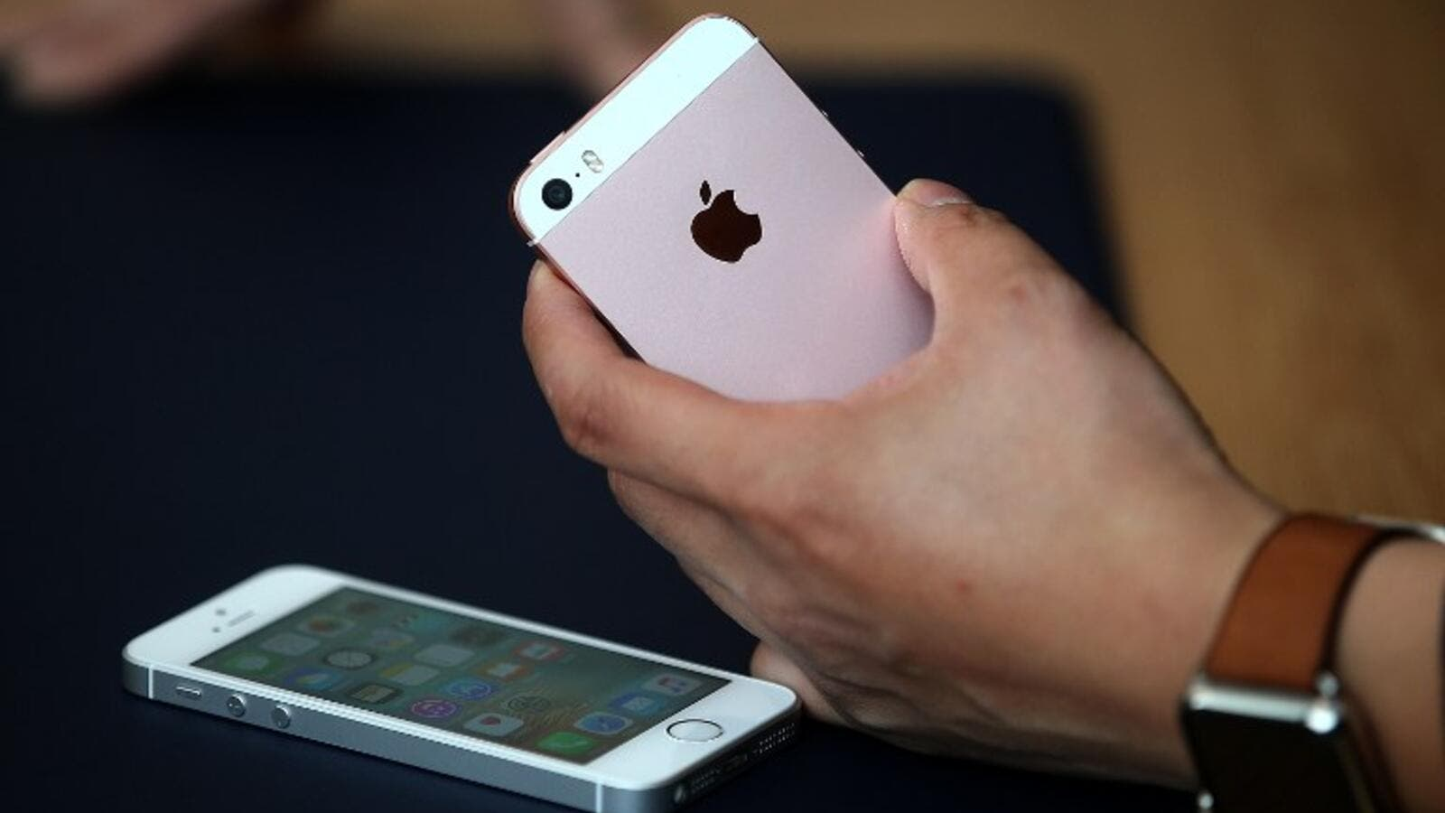 The iPhone SE contains the same hardware as the iPhone 6S. (AFP/Justin Sullivan)