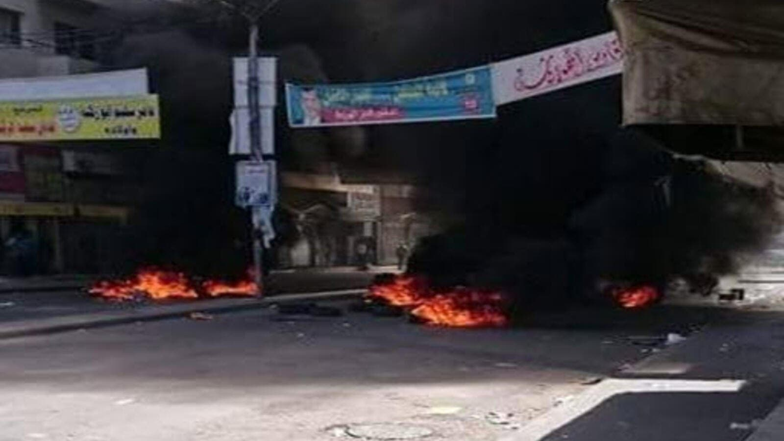 Image showing burning tires in the riots in Madaba (Twitter/@factjoSocial)