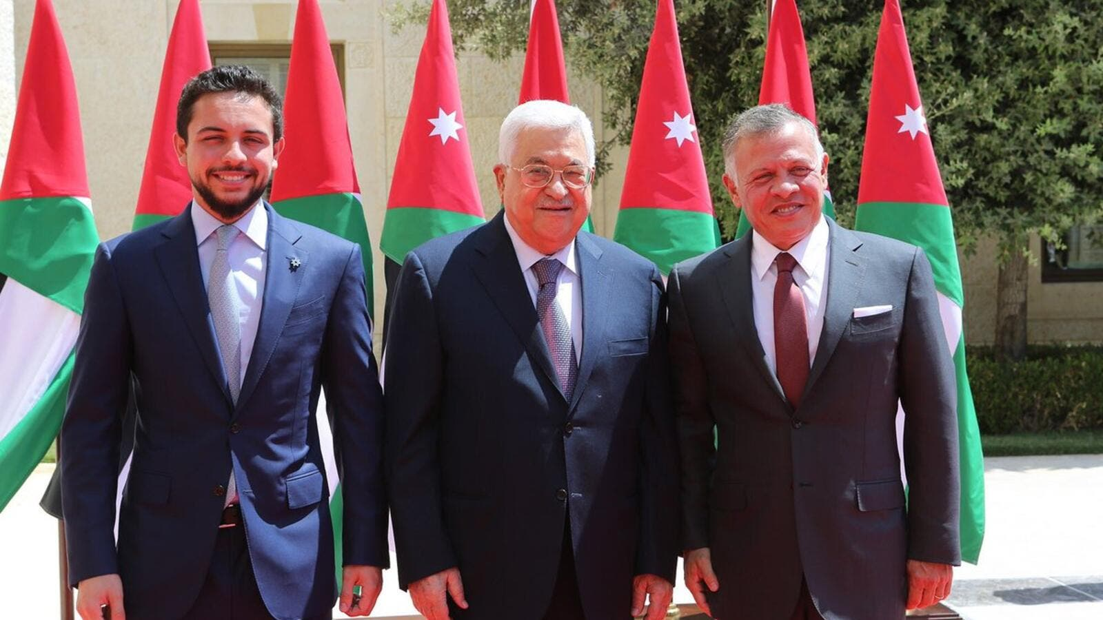 Jordan's King Abdullah, accompanied by Crown Prince Hussein (L), meets Palestinian President Mahmoud Abbas(Twitter)