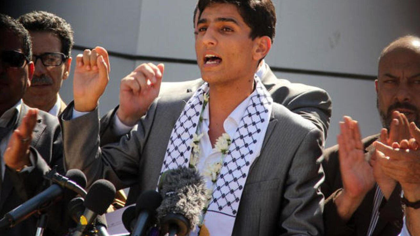 Palestine's new hero and Arab Idol winner Mohammad Assaf makes triumphal return to Gaza (AFP PHOTO/Khaled Omar)