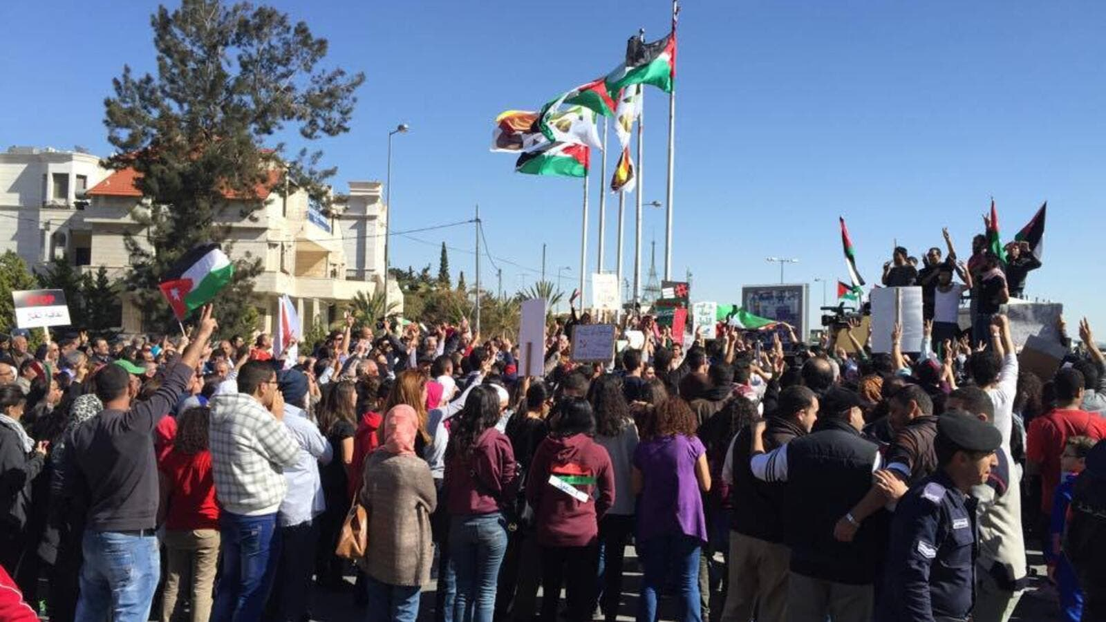 Jordanians protesting the gas deal between NEPCO and Noble Energy in 2015 (Al Bawaba/Adam Lucente)