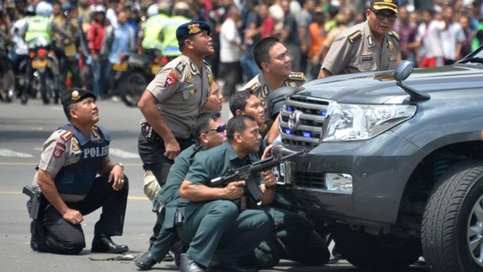 Indonesia forces respond to a Daesh-related attack on the capital Jakarta in 2015. (AFP/File)